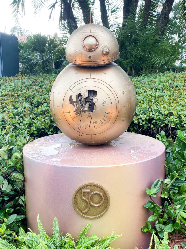 bb-8_where-to-find-disney-fab-50-statues-in-hollywood-studios_robinson