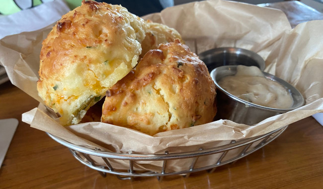 biscuits_chef-art-smiths-homecomin'-review_freilich