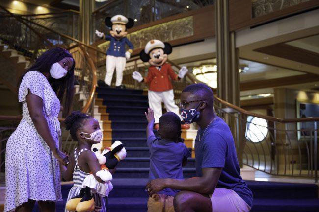 captain-mickey-minnie-greeting-kids-disney-cruise-atrium_disney-parks-blog