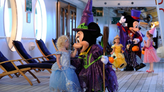 character-meet-and-greets_halloween-on-the-high-seas-activities_disney