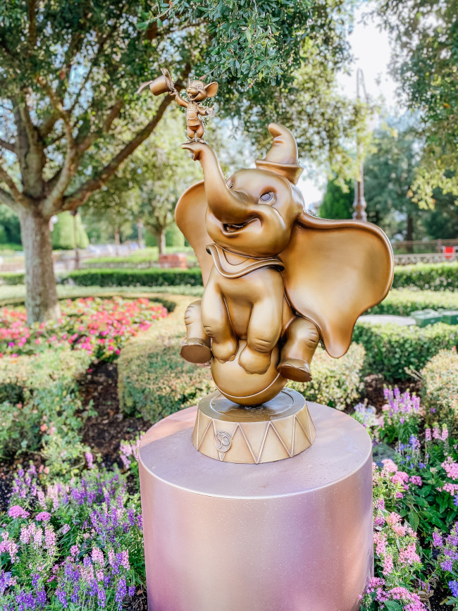 dumbo-and-timothy_where-to-find-disney-fab-50-statues-in-magic-kingdom_de-la-fe