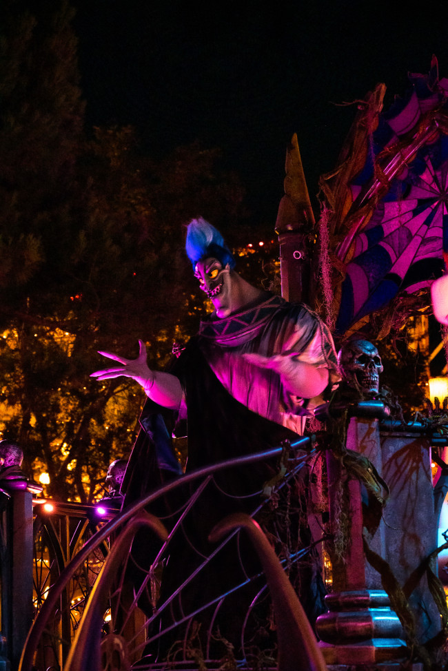 frightfully-fun-parade_oogie-boogie-bash-2021_dca_white