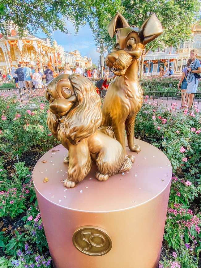 lady-and-the-tramp_where-to-find-disney-fab-50-statues-in-magic-kingdom_de-la-fe