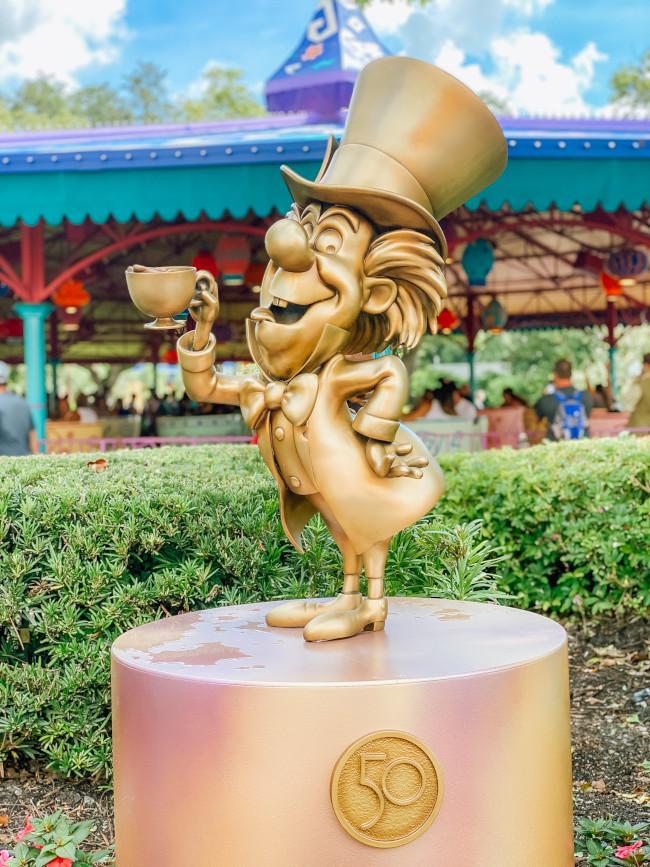 mad-hatter_where-to-find-disney-fab-50-statues-in-magic-kingdom_de-la-fe