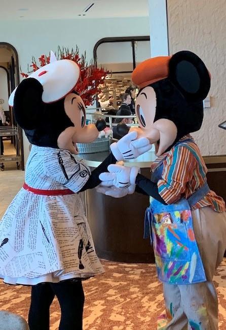 mickey-minnie-kiss_topolino-terrace_disney-world-resort-restaurants_daab