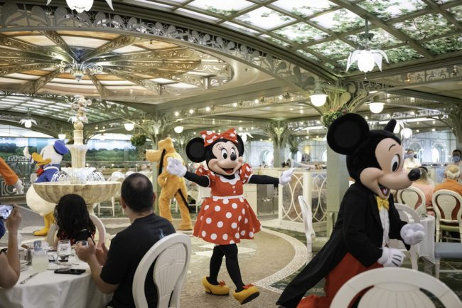 mickey-minnie-pluto-donald-enchanted-garden-disney-cruise_disney-parks-blog