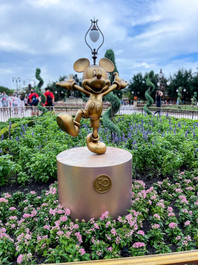 mickey_where-to-find-disney-fab-50-statues-in-magic-kingdom_chiu