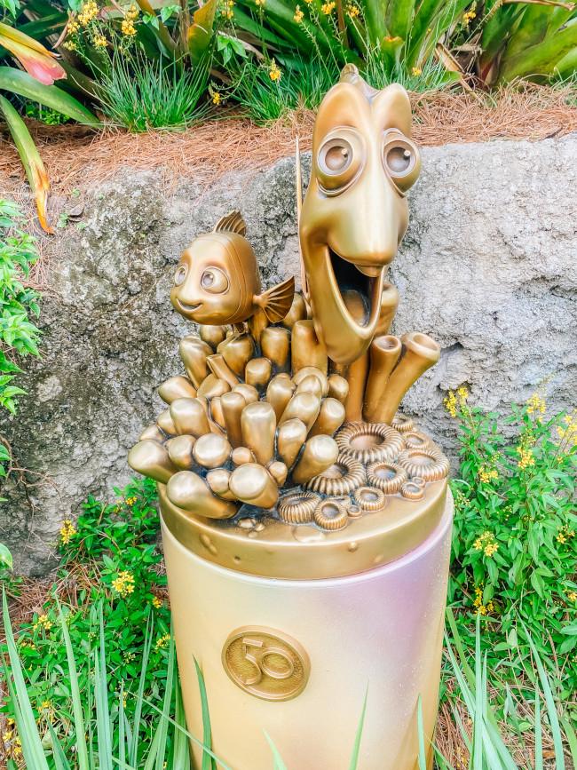 nemo-and-dori_where-to-find-disney-fab-50-statues-in-animal-kingdom_de-la-fe