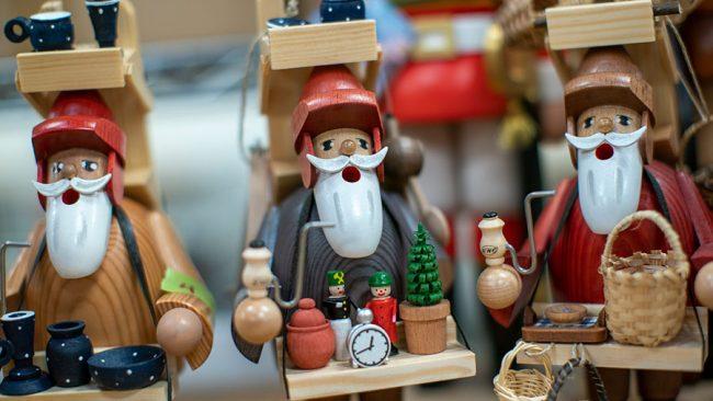 plaza-point-holiday-shop-christmas-decor_disney-parks-blog