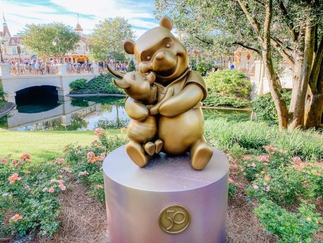 pooh-and-piglet_where-to-find-disney-fab-50-statues-in-magic-kingdom_de-la-fe