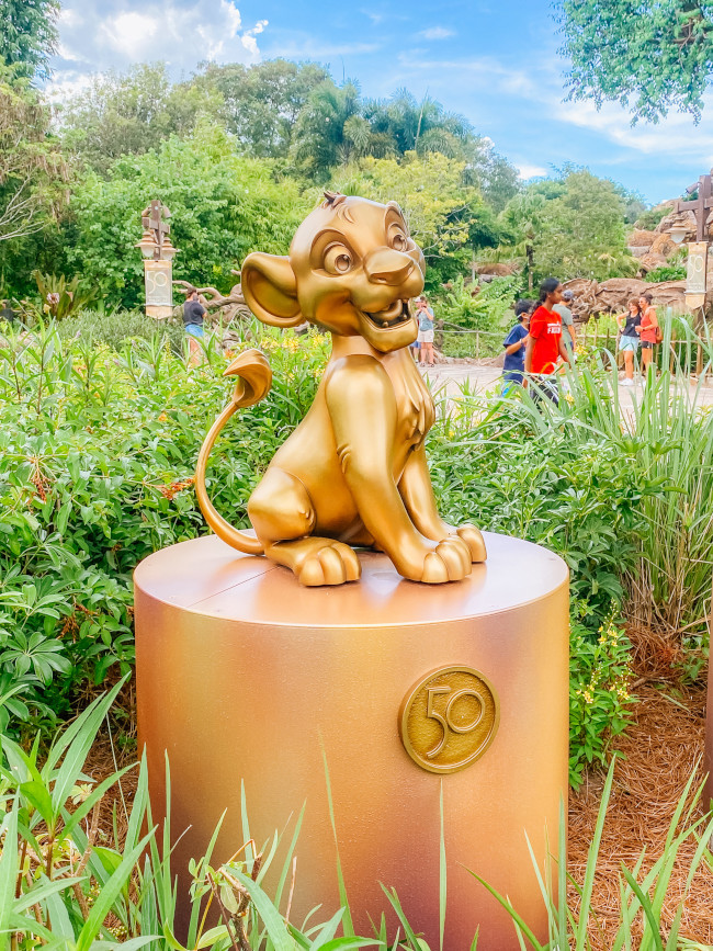 simba_where-to-find-disney-fab-50-statues-in-animal-kingdom_de-la-fe