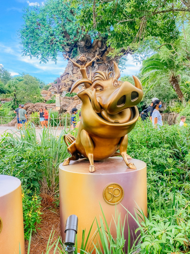 timon-and-pumbaa_where-to-find-disney-fab-50-statues-in-animal-kingdom_de-la-fe