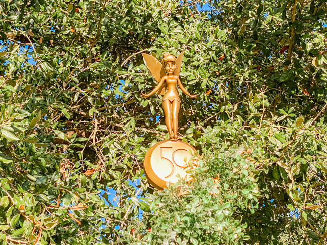 tinker-bell_where-to-find-disney-fab-50-statues-in-magic-kingdom_de-la-fe