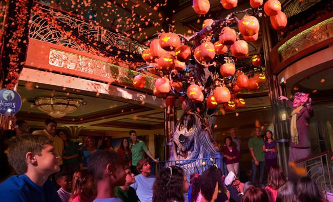 tree-lighting_halloween-on-the-high-seas-activities_dpb