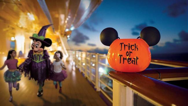 witch-minnie_halloween-on-the-high-seas-activities_disney